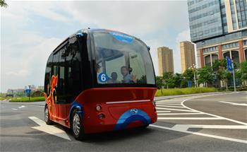 無人駕駛小型巴士亮相廈門