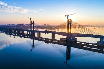 蒙華鐵路漢江特大橋完成挂索