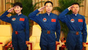 Shenzhou-9 astronauts meet media after recovery