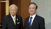 Premier Wen Jiabao meets with Thai privy council president in Bangkok