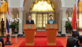 Chinese PM, Thai PM attend joint press conference in Bangkok