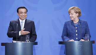 Chinese, German PMs attend press conference in Berlin