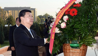 President Xi visits Monument of Independence and Humanism in Uzbekistan