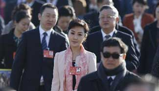 Deputies arrive for closing meeting of 2nd session of 12th NPC