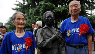 Anti-Japan War veterans visit Nanjing Massacre Memorial Hall