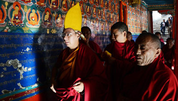 Panchen Lama attends religious ceremony to pray for victims in quake-hit Yunnan
