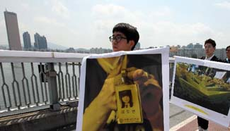 Artists pay tribute to victims of sunken ferry Sewol in Seoul