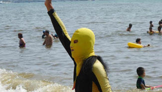 Face-kini mask becomes fashionable at beach in Hainan