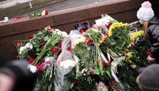 People mourn Nemtsov at murder site in Moscow, Russia
