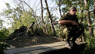 Local militia begins to pull back from frontline near Donetsk, Ukraine
