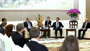 Chinese vice president meets CEE young political leaders