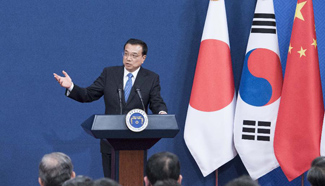Chinese premier, Japanese PM and S. Korean president attend press conference