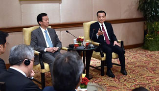 Premier Li meets with representatives of Malaysian business circle