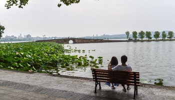 Tourists rest at Su Causeway of West Lake in China's Hangzhou