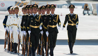 PLA guards of honor welcome guests of G20 Summit at airport in Hangzhou