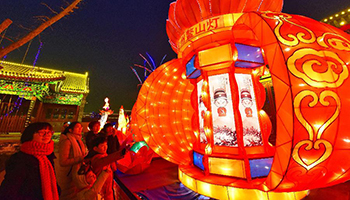 Tourists visit lantern fair during Lunar New Year holiday in N China's Hebei