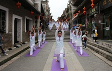 Fans practice yoga in SW China's county