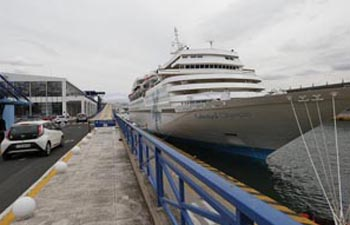 First cruise ship with Chinese group tourists sets sail from Greek port