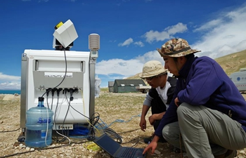 Scientists conduct scientific expedition to Qinghai-Tibet Plateau