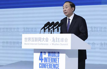 Huang Kunming reads Xi's congratulatory letter to Internet Conference
