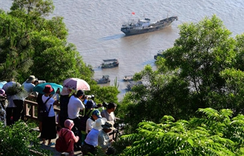Mudflat scenery in SE China's Xiapu attracts many tourists