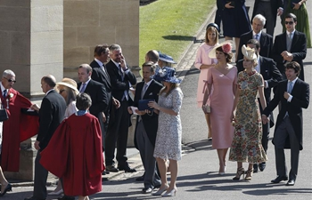 Guests arrive in Windsor Castle for royal wedding in Britain