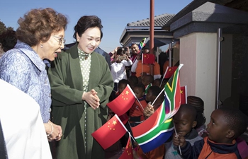 Peng Liyuan visits day care pre-school in South Africa