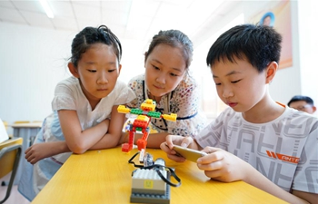 Children take part in various classes to enrich summer vacation in N China's Hebei