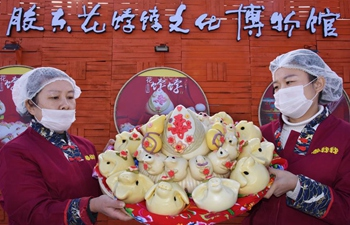Workers make steamed bun with colorful patterns for Spring Festival in Shandong
