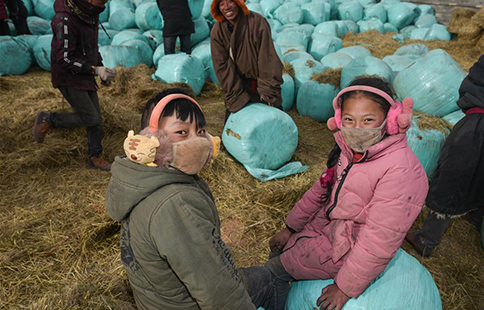 Continuing relief efforts made to help people in blizzard-hit Yushu