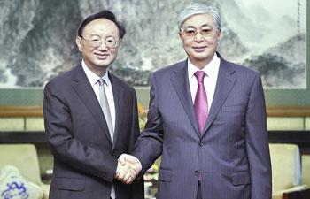 Yang Jiechi meets Kazakh president in Beijing