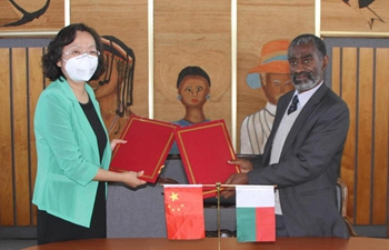 First batch of medical supplies donated by China handed over to Madagascar
