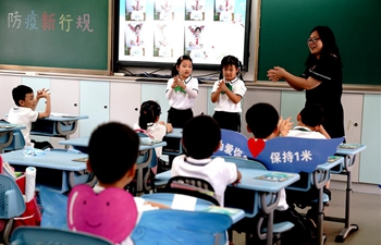 More students return to school in Shanghai