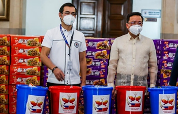 "Chinese embassy donates 5,000 ""friendship bags"" to Manila residents affected by COVID-19"