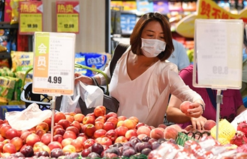 Supermarket chain manages to ensure adequate supply of vegetables, fruits in Beijing