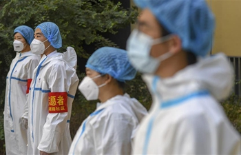 Volunteers participate in epidemic prevention, control efforts in Urumqi