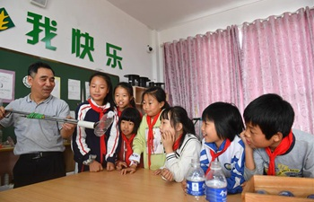 Pic story of science teacher in Luxi County, east China's Jiangxi