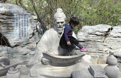 北京玉淵潭公園開首張遊客罰單 遊客不文明行為仍難阻