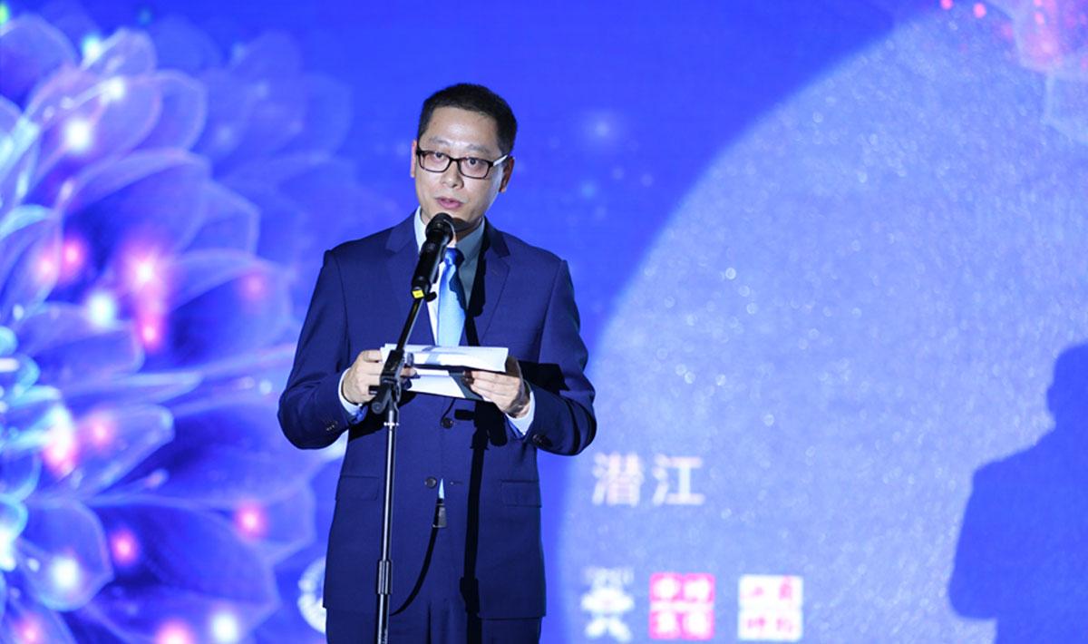 潛江市招商局局長張睿做招商推介