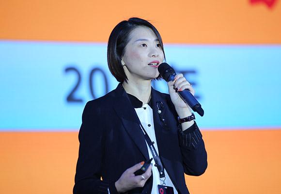 萬達商管集團營銷策劃部常務副總經理吳雅娟做主旨演講