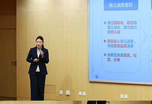 萬達文旅集團高級總裁助理兼寶貝王集團副總裁黃鶴巍做主旨演講