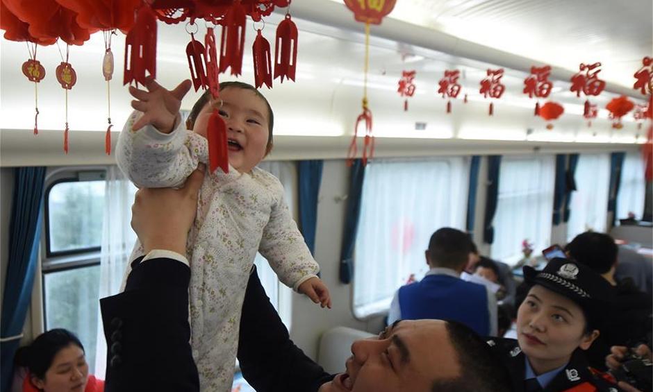 重庆:情暖回家路