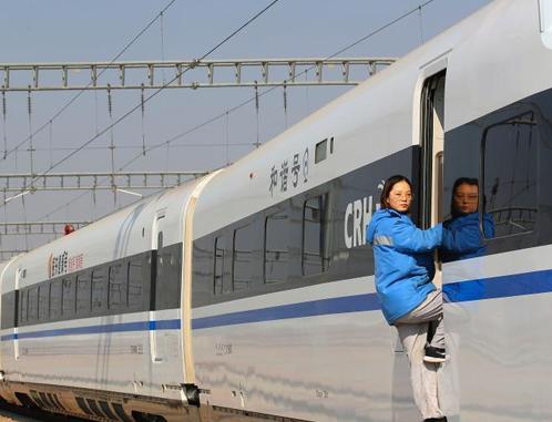 探访中国首支高铁女子机械师乘务队