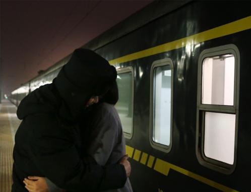 列车广播员与爱人的二分钟相聚