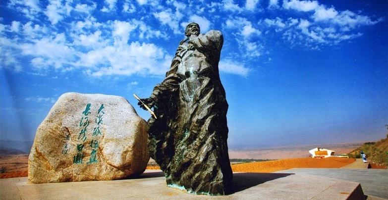 沙坡頭景區裏的王維塑像