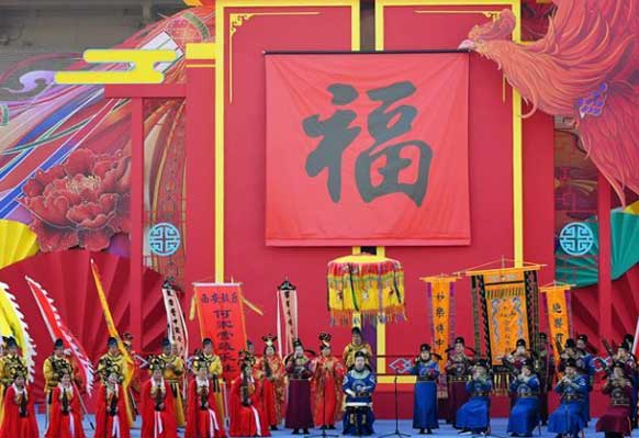 西安民間藝人在進行西安鼓樂表演
