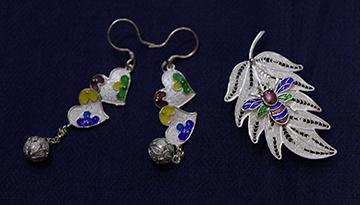 中國丹寨非遺周活動上展出的銀飾工藝品