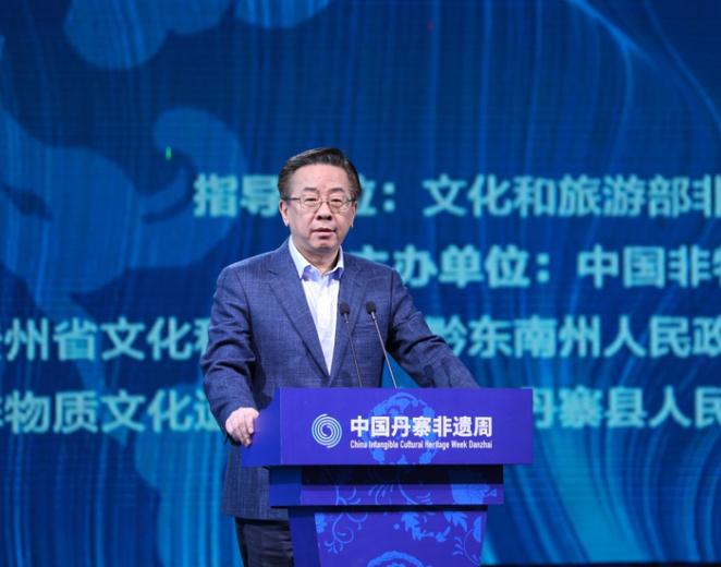 貴州省委常委、宣傳部部長盧雍政致辭