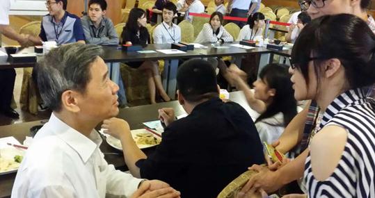 張志軍與臺灣大學生交流互動 共進晚餐