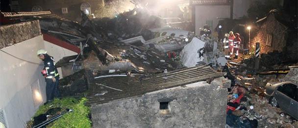 臺灣一客機迫降時重摔起火 已致48人死亡